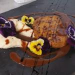 Foie gras poëlé au grué, suc de canard au chocolat amer